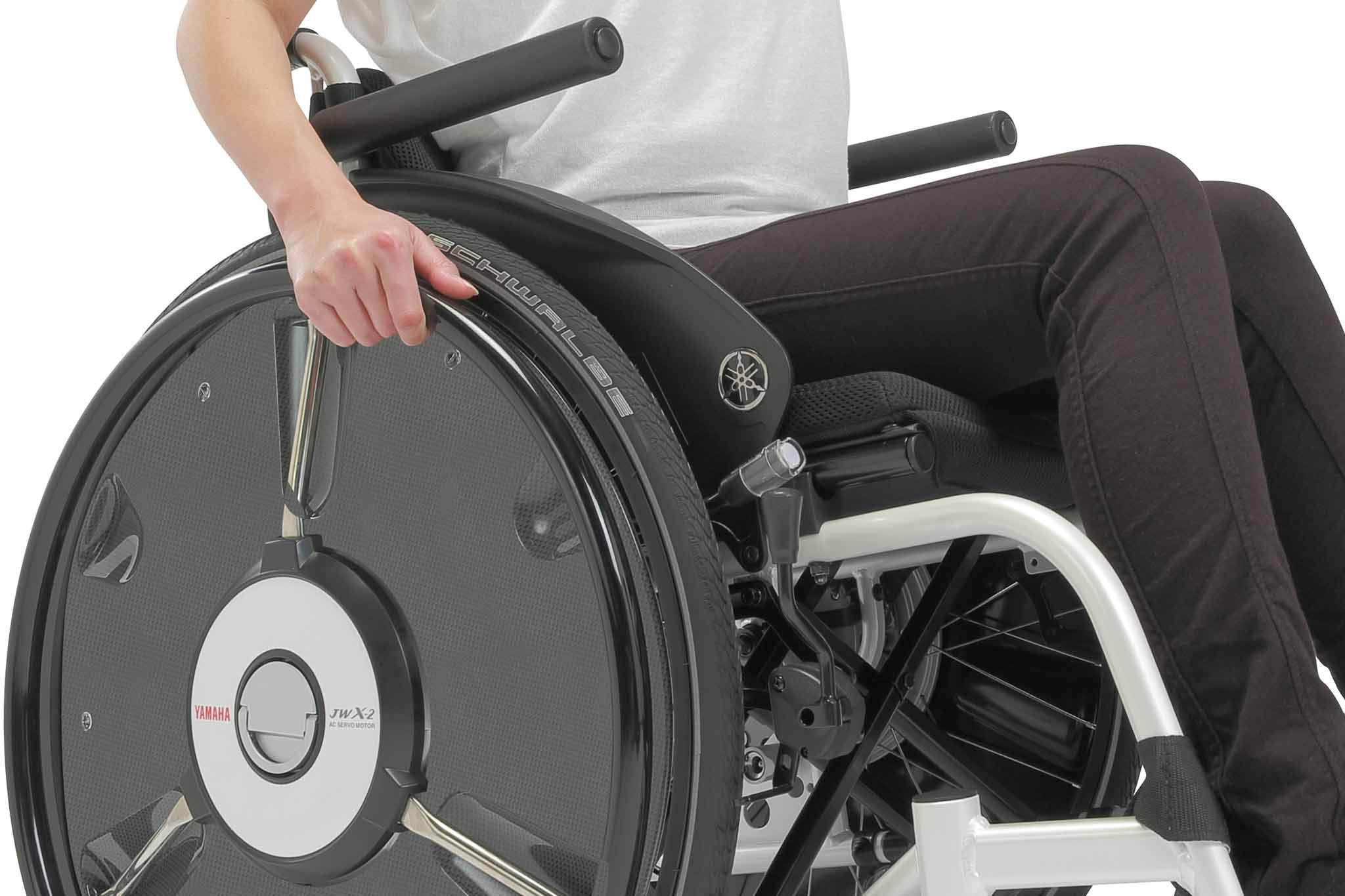 電動でアシストしてくれる車椅子「JWスウィング」
