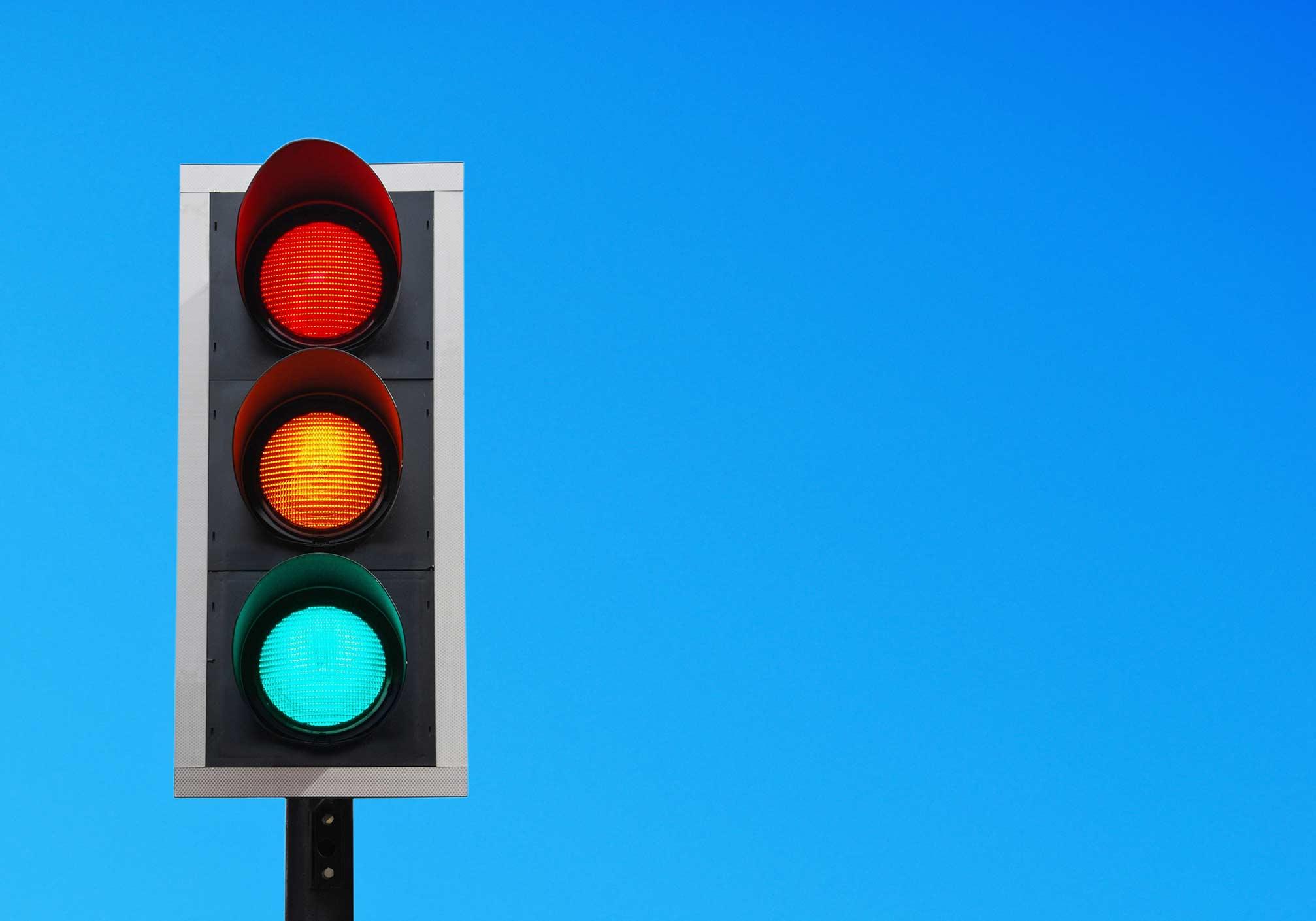ユニバーサル信号機で実現する安全への合理的配慮。
