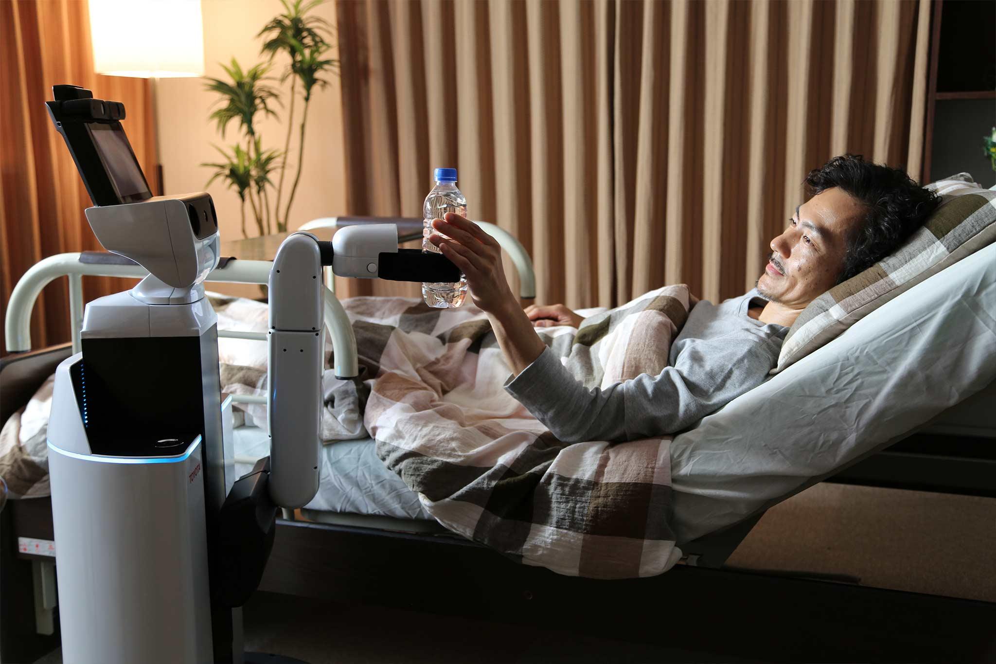 """テクノロジーが""""介護や看護""""を支配する未来の足音"""