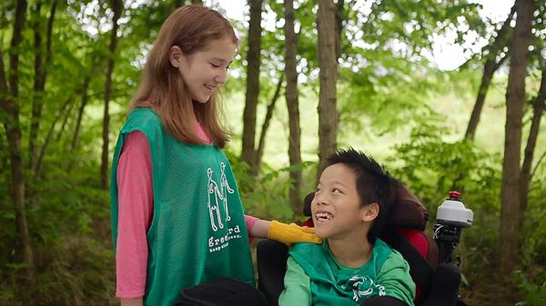 介護福祉士が映画監督の「千里 翔べ」で共生を考える。主役は脳性麻痺の小学生