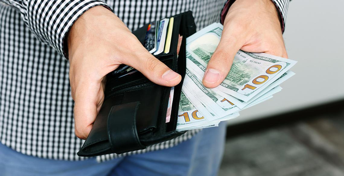 財布の仕切りを利用して小銭を効率よく分ける方法
