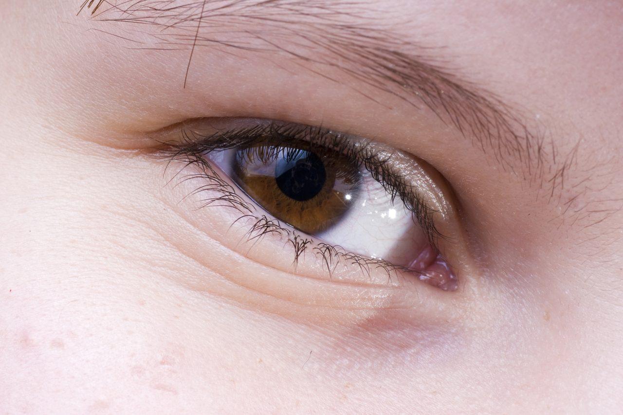 結婚して10年…盲目の男性が初めて見れた妻の顔。