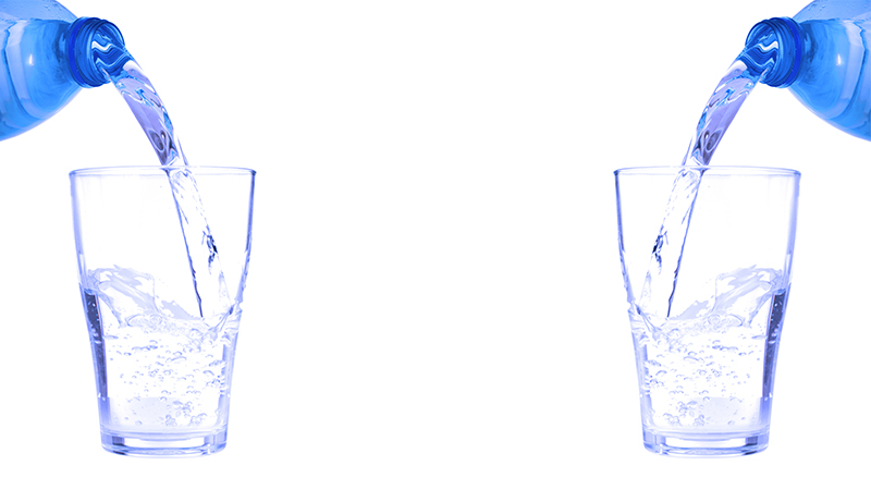 大量の水を飲まずにいられない「水中毒」だった2年前の入院仲間の話