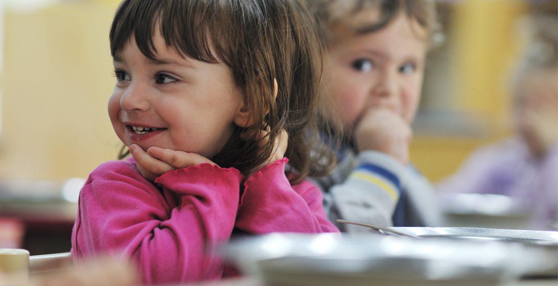 増える「子ども食堂」。その背景に広がる子どもの貧困率