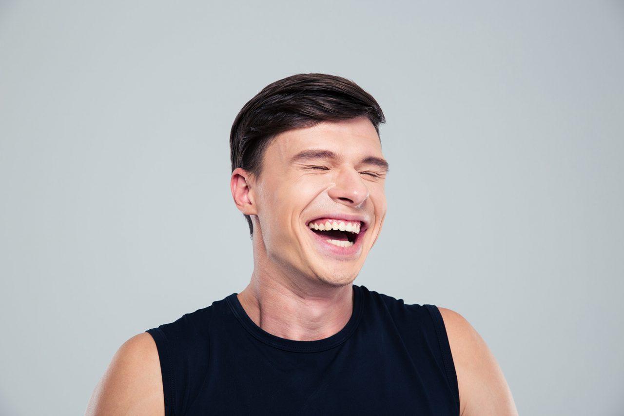 「人間笑わないとつらいで〜!」笑うは幸福の源