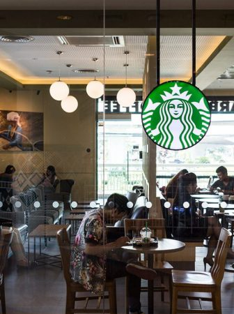 chiang-mai-thailand-october-02-2014-starbucks-coffee-cafe-at-chiang-mai-central-airport-department-store-branch_svb-x7k_2mg