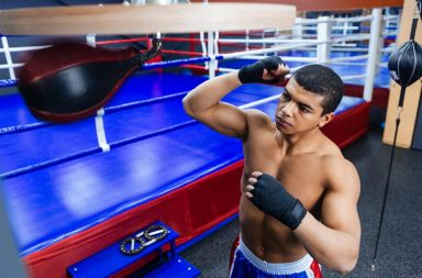 male-boxer-exercising-with-the-speed-bag_hfdejy9abo