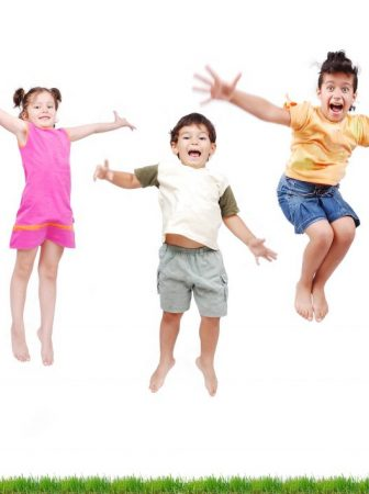 happy-kids-jumping_hfbwcp6bi