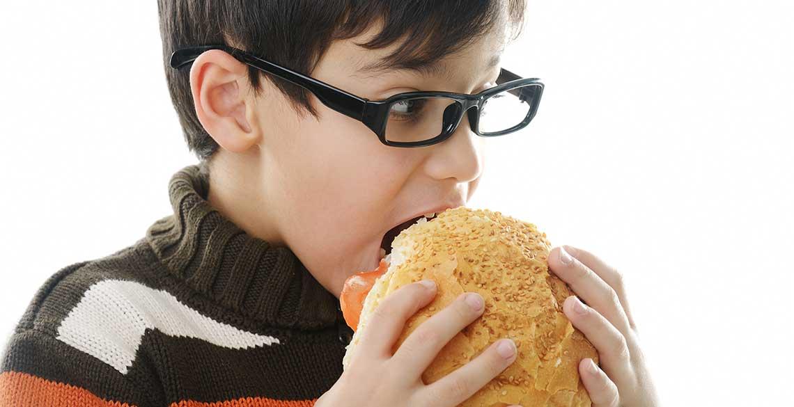 食べ物が飲み込みにくい…食べる楽しみを奪う「嚥下障害」