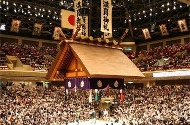 800px-ryogoku_kokugikan_tsuriyane_05212006