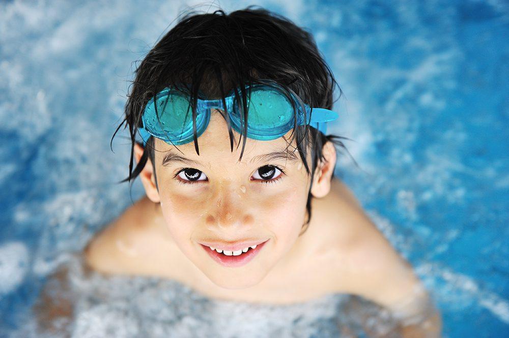 公営プールの維持費削減に学校プールの一般開放、自治体財政の一助として