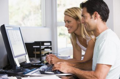 man-and-women-on-computer-at-home_byzyjh0ri
