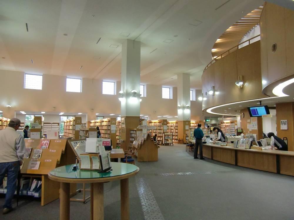 夏休みの夕涼み、公立図書館の活用方法