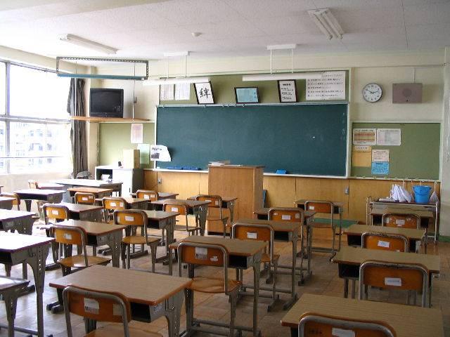学校と社会の比較から見る「いじめ」の本質