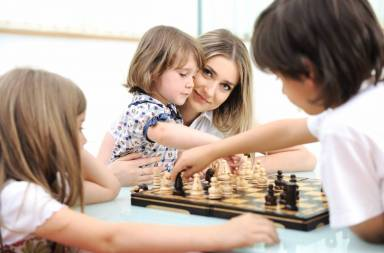 happy-family-at-home-young-mother-playing-chess-with-her-children_byp7oqtbj