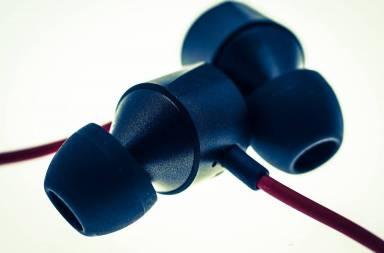 in-ear-headphones-music-audio-headphones-earphones-956479