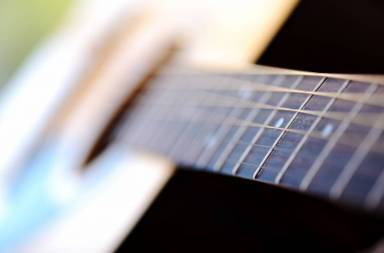 detail-of-classic-guitar-with-shallow-depth-of-field_hfhu1kthj