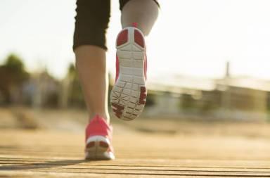 graphicstock-running-woman-female-runner-jogging-during-outdoor-workout-on-pier-feet-detail_rav6vo2-b