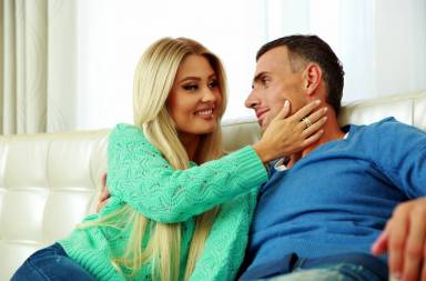 happy-young-couple-on-a-sofa-at-home_btm74pths