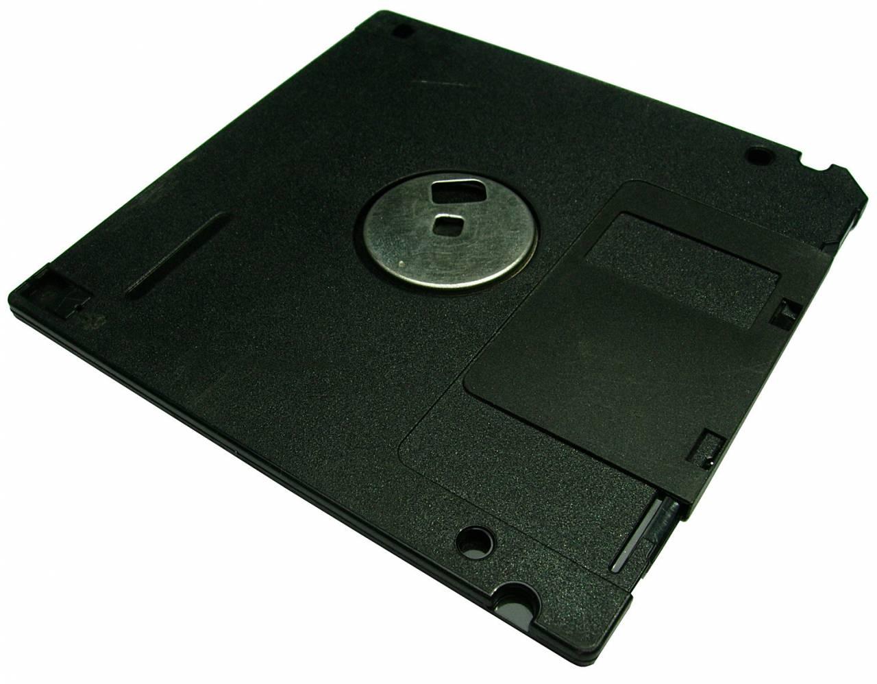 ファミコンディスクシステム、PSのディスク入れ替えが懐かしい!