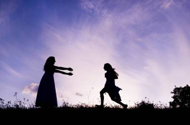 graphicstock-silhouette-of-happy-mother-having-fun-with-her-daughter_scjjgeowz