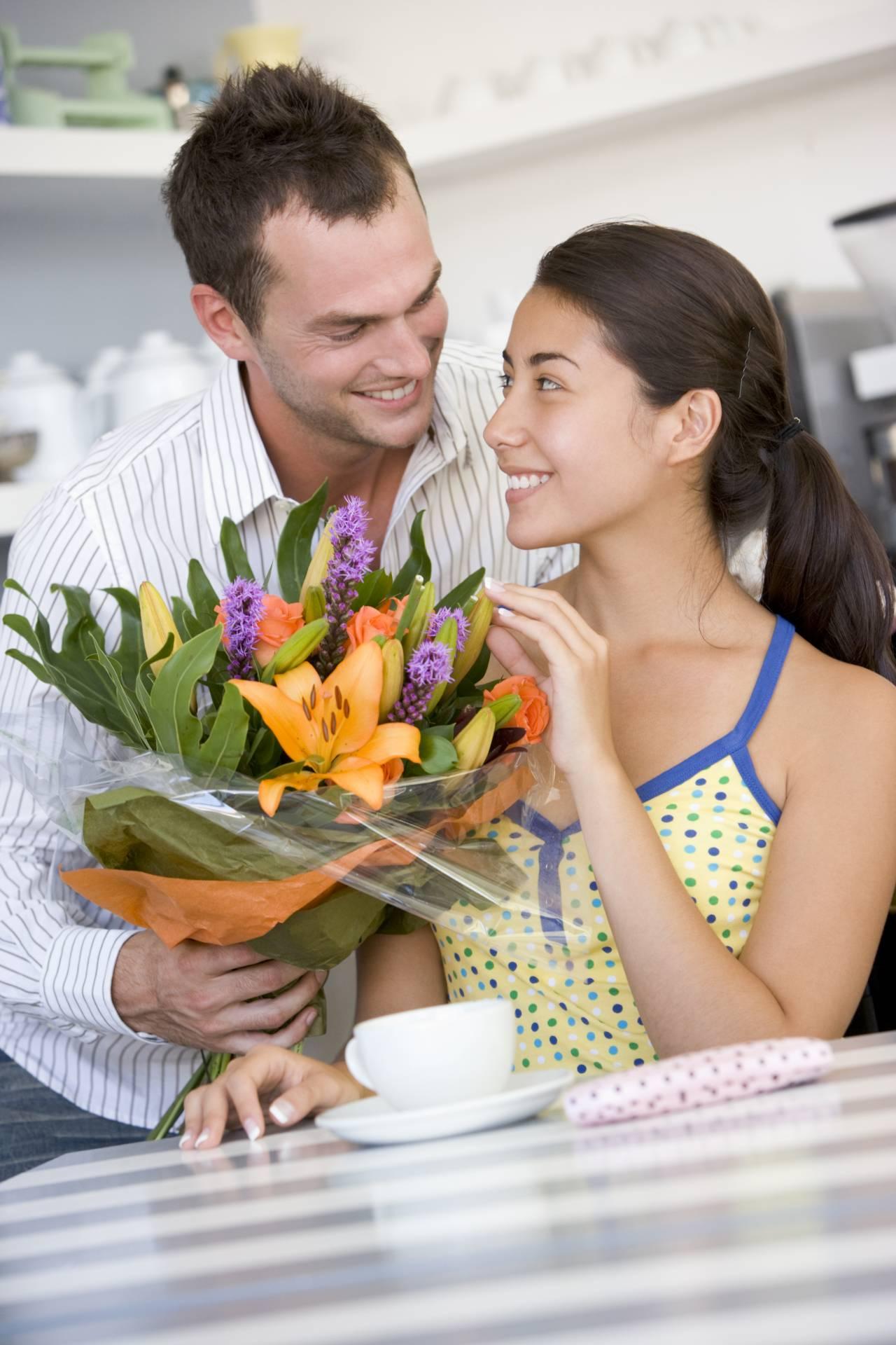 """3月8日は「ミモザの日」。幸せの黄色い花 """"ミモザ"""" を大切なあのひとへ"""
