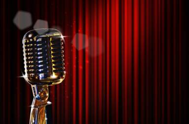 retro-microphone-and-red-curtain_zyvm_cbu