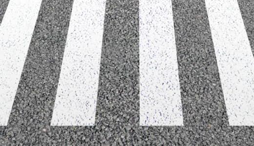 信号機のない横断歩道では、歩行者を優先に一時停止!!