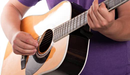 森羅万象を鳴らすギタリスト、AOKI, hayato。アルバム・レビューでその才覚に迫る!